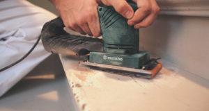 Vibrační bruska je neocenitelný pomocník při renovaci dřevěných ploch. Metabo SR 10-23 INTEC